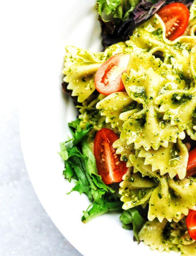 Veganer Nudelsalat mit Pesto