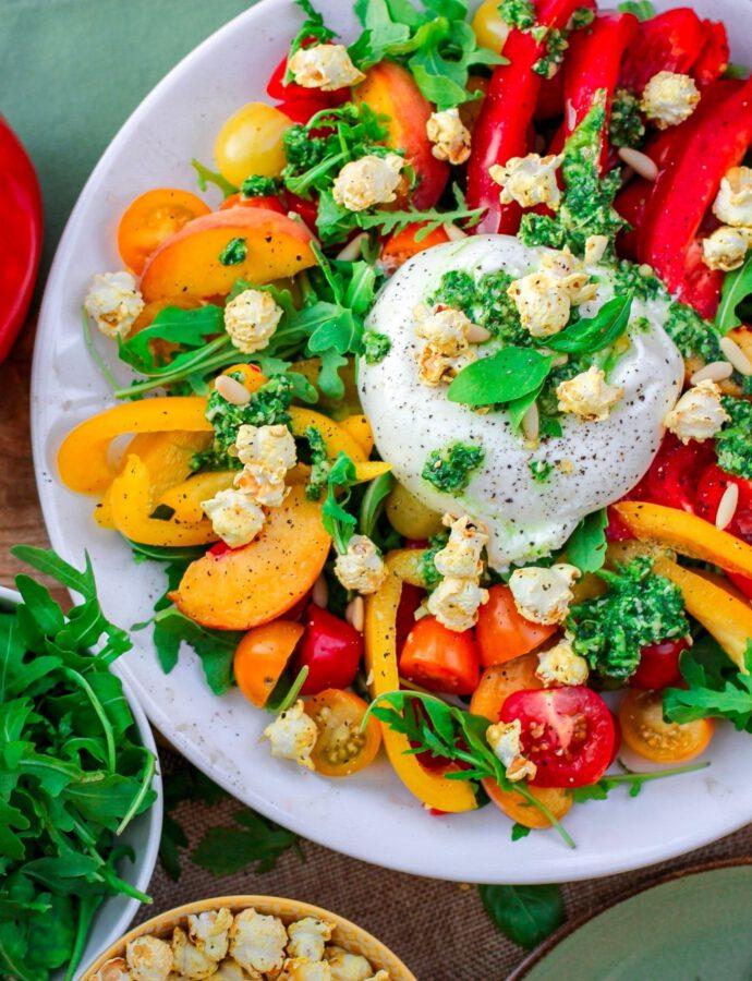 Fruchtiger Paprika Salat mit Popcorn