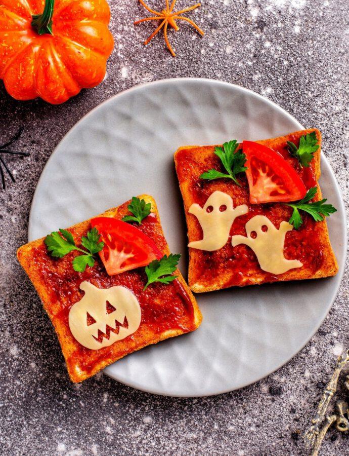 Vegane Toasts mit Käse zu Halloween