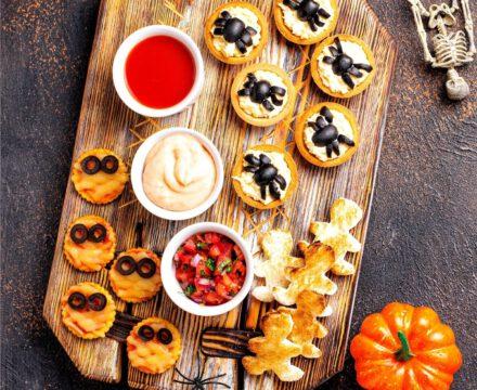 Halloween Snackplatte mit veganen Snacks